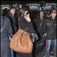 Elisabetta Canalis, la petite amie de George Clooney, se rend à la gare pour prendre un train pour Rome à Milan le 16 décembre 2009