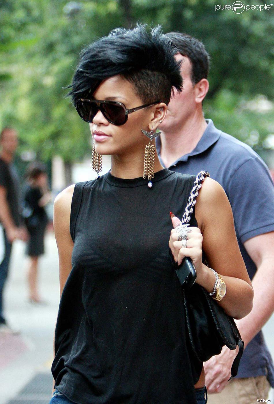 e8582633787a Ce n est pas un petit animal mort ! C est la grosse tendance de l année  2009, très appréciée par Rihanna.