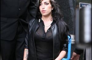 Amy Winehouse plus faible que jamais : elle s'effondre pendant les fêtes de Noël !
