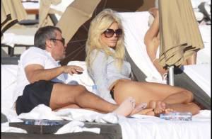 Victoria Silvstedt : Sexy et détendue sur une plage idyllique... vous présente son nouveau chéri !