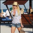 Victoria Silvstedt et son ami sur une plage de Miami. 28/12/09