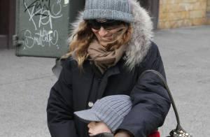 Sarah Jessica Parker : Victime de son succès, elle garde le sourire au côté de son fiston !