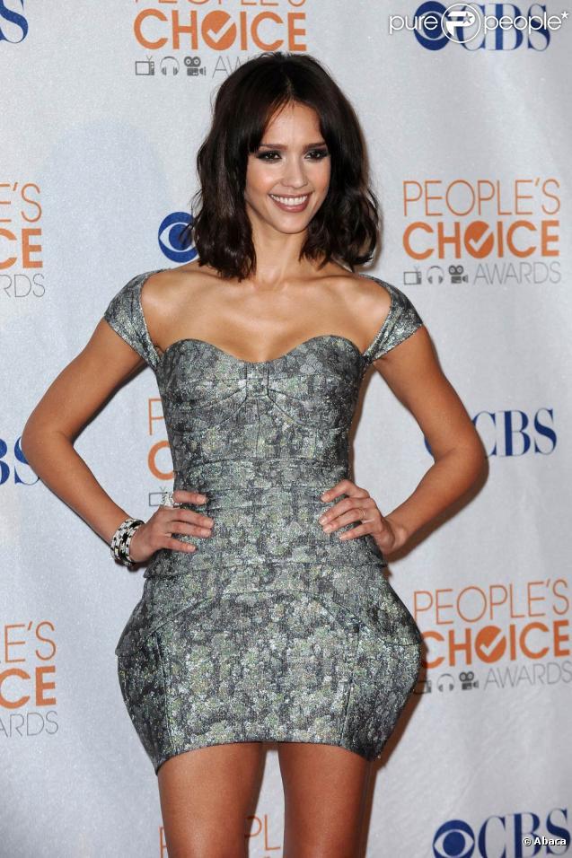 La magnifique Jessica Alba, à l'occasion des 36e People's Choice Awards, qui se sont tenus au Nokia Theatre de Los Angeles, le 6 janvier 2010.
