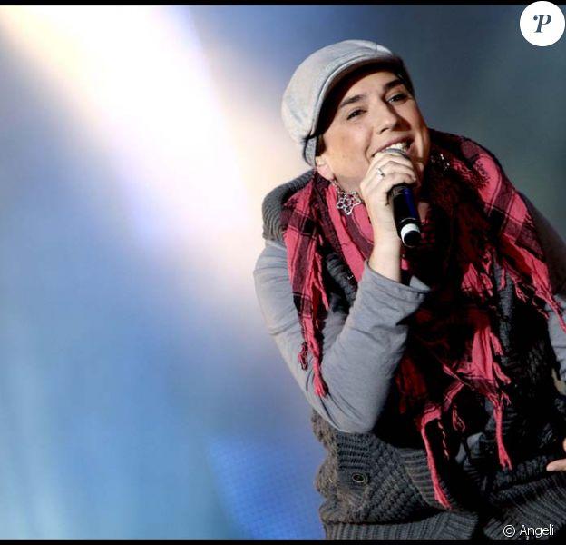 Diam's a contourné les questions sur le plateau de Taratata en chantant les textes de son album S.O.S. le 6 janvier 2010