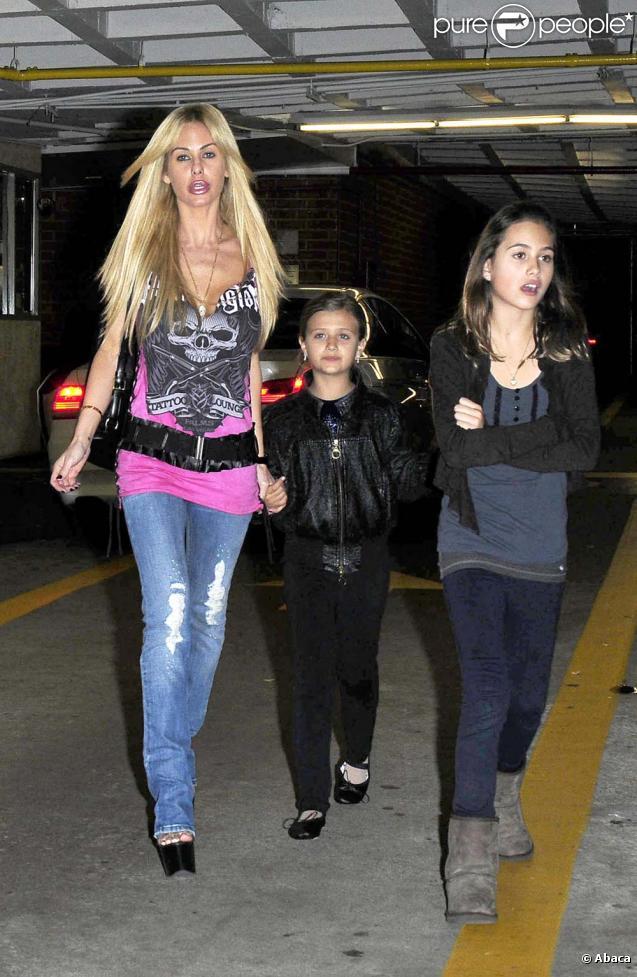 Shauna Sand et ses filles en virée shopping à Beverly Hills, le 14 janvier 2010 !