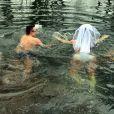 Tatana Guzioti et Tomas Prokop se marient nus dans une rivière glacée en Republique Tcheque