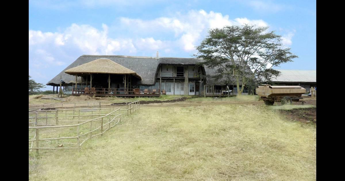 la ferme africaine vue de l 39 ext rieur. Black Bedroom Furniture Sets. Home Design Ideas