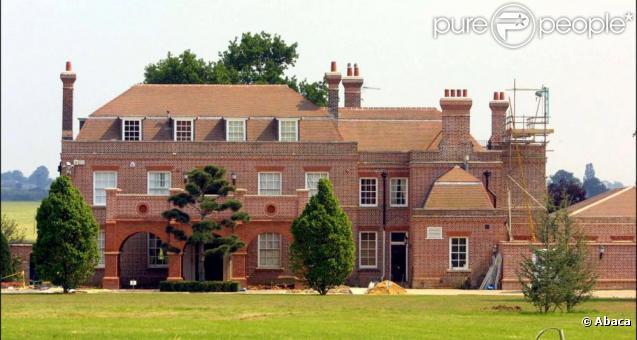 la demeure des beckham dans le hertfordshire en angleterre. Black Bedroom Furniture Sets. Home Design Ideas