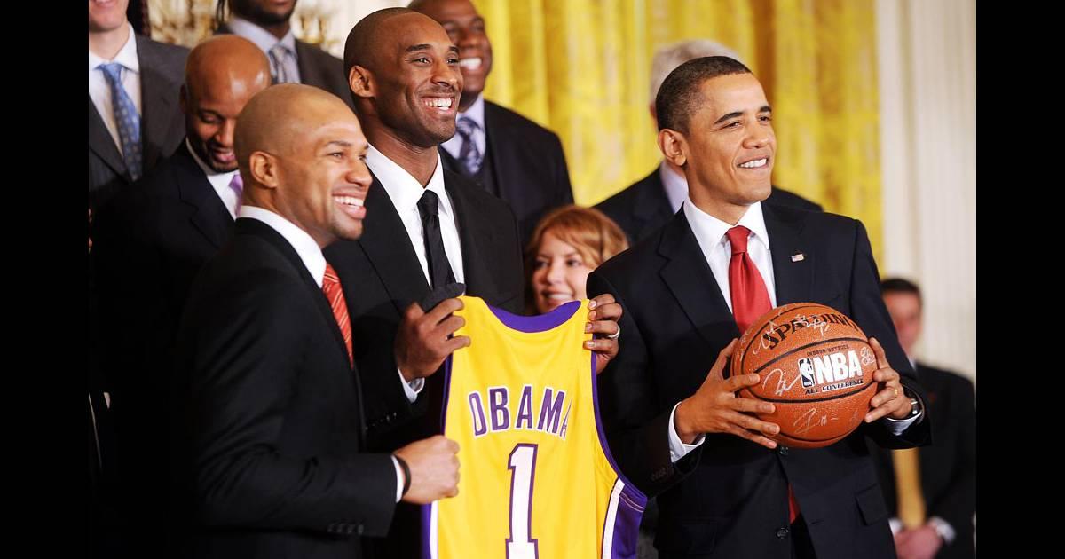 Barack obama la maison blanche avec les joueurs des for Barack obama maison blanche