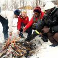 La princesse Mette-Marit de Norvège connaît les joies de la neige et a de bonnes notions de ski, qu'elle partage volontiers avec des réfugiés de son pays...