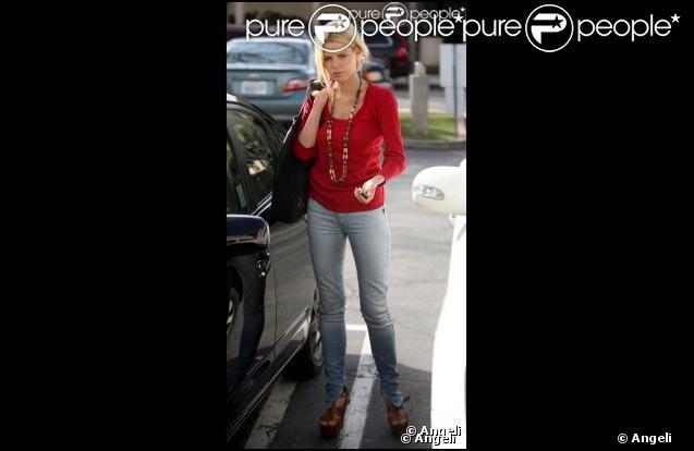 La ravissante Sophie Monk à la sortie d'une manucure chez Nail Paradise, dans le quartier de West Hollywood, à Los Angeles, le 4 février 2010.