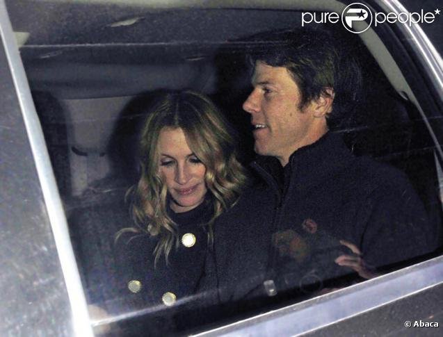 Julia Roberts et son mari Daniel Moder ont dîné au restaurant Nobu à Los Angeles le 8 février 2010
