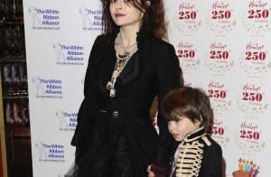 Helena Bonham Carter vous présente son adorable fiston... Un grand fan de Michael Jackson !
