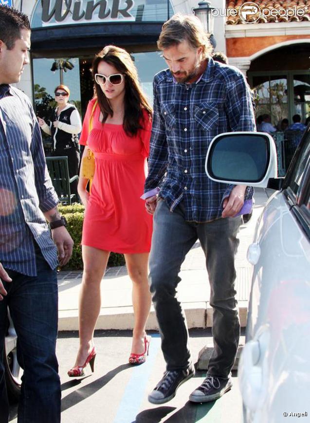 Britney Spears et Jason Trawick, samedi 13 février, à Calabasas : Brit-Brit apparaît plutôt stressée... et affiche sa tête des mauvais jours.