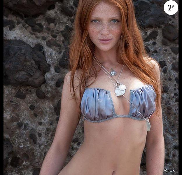 La sublime Cintia Dicker promeut des maillots de bain pour le Sports Illustrated Swimsuit Issue 2010.