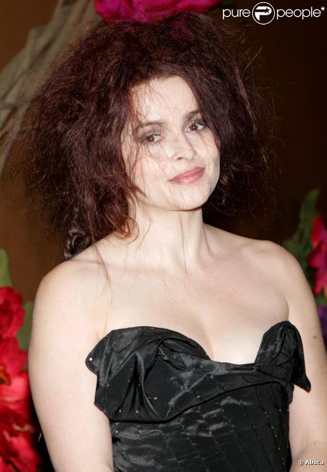 Helena Bonham Carter assure actuellement la promo du film  Alice au Pays des Merveilles .