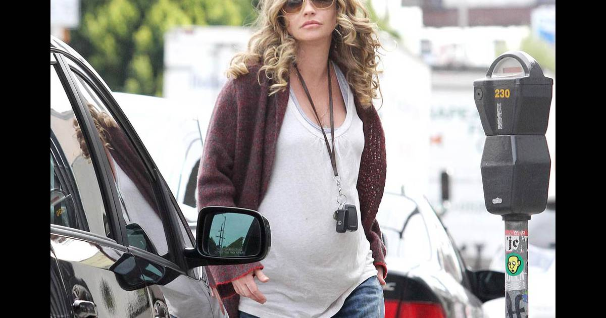 Rebecca gayheart quelques jours de son accouchement for Le elle apartments west hollywood