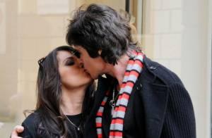 Quand Ronn Moss, d'Amour, Gloire et Beauté... embrasse passionnément son épouse en pleine rue !