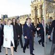 Carla Bruni et Nicolas Sarkozy accompagnent le président russe Dmitri Medvedev et son épouse Sveltana au Louvre. 02/03/2010
