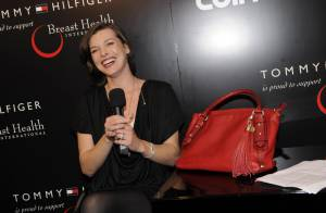 Milla Jovovich : La divine brune est fière de son nouveau bébé...