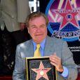 Robert Wagner reçoit son étoile que le Walk of Fame, à Los angeles, le 18 juillet 2002 !
