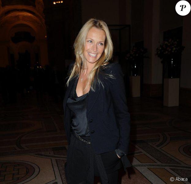 Estelle Lefébure au vernissage de l'exposition Yves Saint Laurent le 10 mars