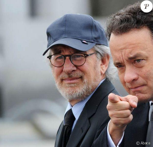 Steven Spielberg et Tom Hanks, à l'occasion de la cérémonie commémorative en mémoire aux soldats du Pacifique qui ont combattu pendant la Seconde Guerre Mondiale, à Washington, le 11 mars 2010.