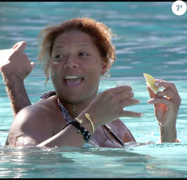 Queen Latifah et sa coach Jeannette Jenkins boivent de la Tequila dans une piscine, à Miami, le 13 février 2010 !