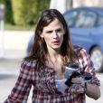 """""""Jennifer Garner gets s'offre une pause café après avoir récupéré sa fille Violet Affleck à l'école le 19 mars 2010"""""""