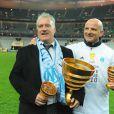 Didier Deschamps fête la victoire de l'Olympique de Marseille en finale de la Coupe de la Ligue