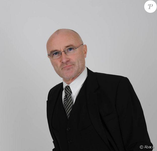 Phil Collins souffre de sévères dommages nerveux, qui l'empêchent de se servir de ses mains correctement... Délicat pour un batteur...