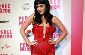 Katy Perry très dénudée sur le dos d'un éléphant et Lindsay Lohan pas très stable pour un anniversaire déjanté !