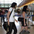 Katy Perry et son fiancé Russell Brand à l'aéroport Lax deLos Angeles le 28 mars 2010