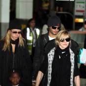 Madonna avec David, Mercy, Lourdes et Jesus : Escale à Londres avant le départ pour le Malawi !