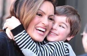 Après Sharon Stone, Mariska Hargitay a un nouvel invité... très craquant : son fils !