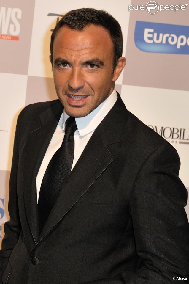 Nikos Aliagas accorde un entretien au quotidien France-Soir.