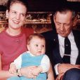 Margrethe II de Danemark (photo : avec le prince Frederik sur les genoux en 1969) fêtera le 16 avril ses 70 ans : après avoir inauguré une exposition de ses peintures, elle a procédé à l'arrivée aux flambeaux de la famille royale à Fredensborg !
