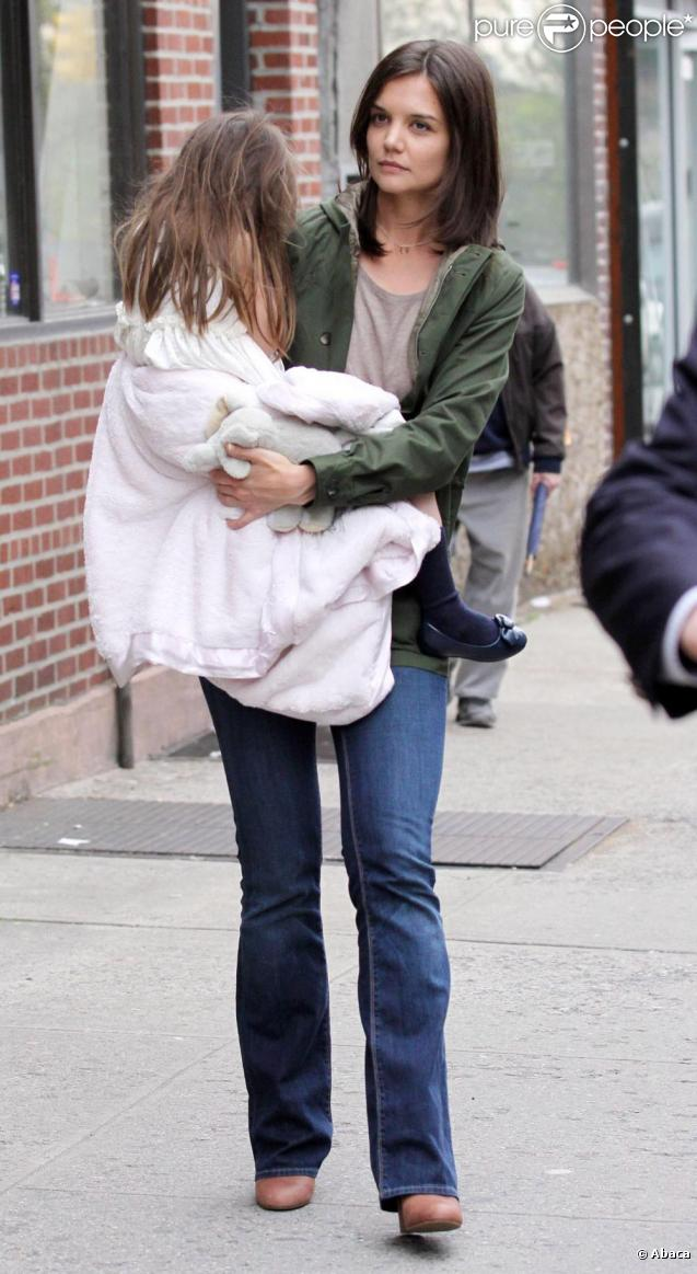Katie Holmes et Suri sur le tournage de Son of No One, le 9 avril 2010
