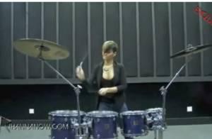 Regardez Rihanna prendre un cours de batterie avec une vraie... rockstar !