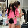 Lindsay Lohan et sa soeur Ali en shopping à Beverly Hills le 14 avril 2010. Lindsay a notamment fait des essayages flshy chez Diavolina.