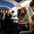 Une voiture-bar transformée en mini-salle de concert, voilà qui a surpris les voyageurs du train Paris-Lyon de 11h54, ce vendredi 16 avril.