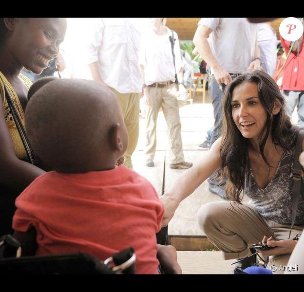 Demi Moore lors d'un voyage humanitaire sur l'île de Haïti le 13 avril 2010