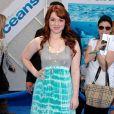Jennifer Stone assistent, samedi 17 avril, à l'avant-première du film Oceans de Jaques Perrin, à Los Angeles.