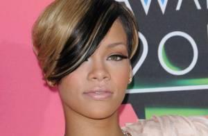 Rihanna : Découvrez ses folles tenues de scène... elle copie tout sur Lady Gaga !