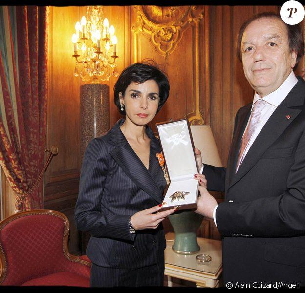 Rachida Dati décorée par l'ambassadeur du Royaume du Maroc en France, El Mostafa Sahel, le 23 avril 2010
