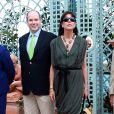Albert de Monaco et sa soeur la princesse Caroline ont inauguré le 24 avril 2010 le 43e concours Flower Bunches dans le parc du Casino de Monte-Carlo