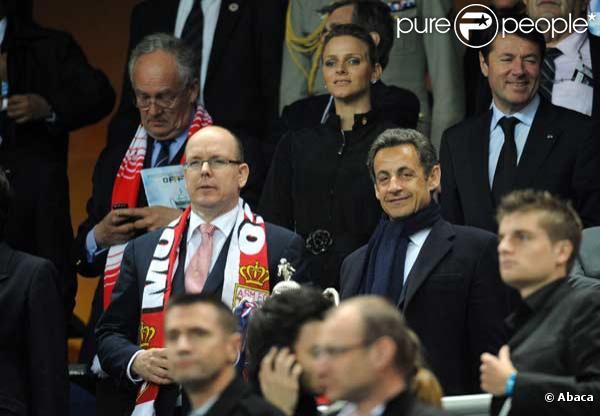 Nicolas Sarkozy, Albert II de Monaco, Charlene Wittstock et Christian Estrosi assistent au match PSG-Monaco en finale de la Coupe de France au Stade de France