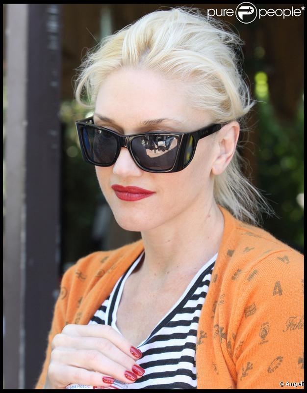 Gwen Stefani à la sortie de son salon de manucure à West Hollywood le 1er mai 2010