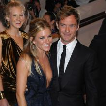 Sienna Miller et Jude Law au MET Ball à New York le 3 mai 2010
