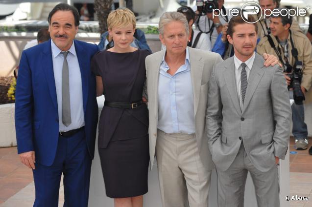 Oliver Stone, Carey Mulligan, Michael Douglas et Shia LaBeouf lors du  photocall de Wall Street 2 le 14 mai 2010 durant le festival de Cannes